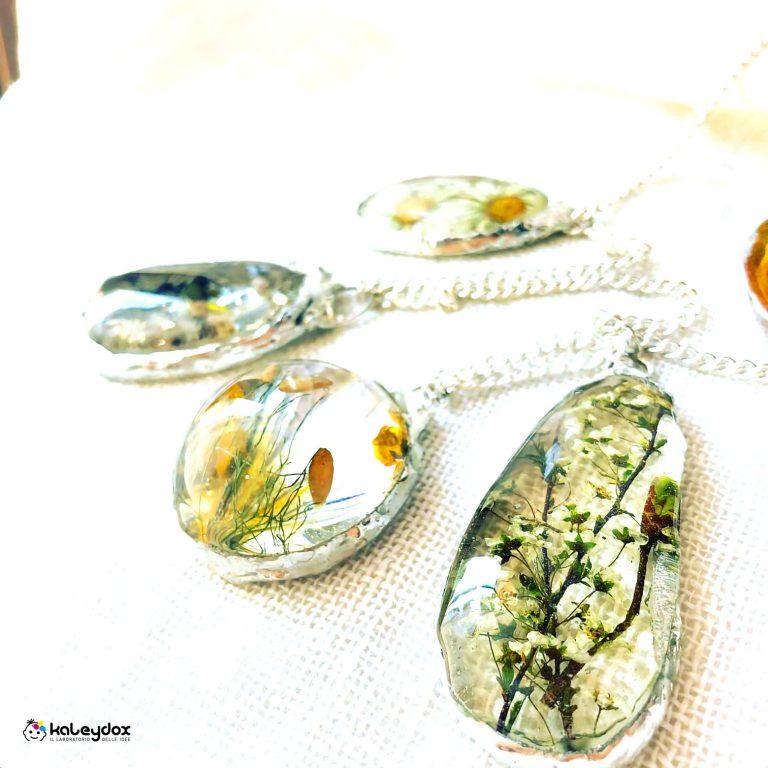 Ciondoli interamente fatti a mano in resina